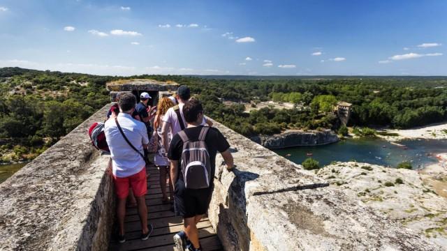 destination-pays-d-uzes-pont-du-gard-aurelio-rodriguez-visite-guidee-1600x900-27